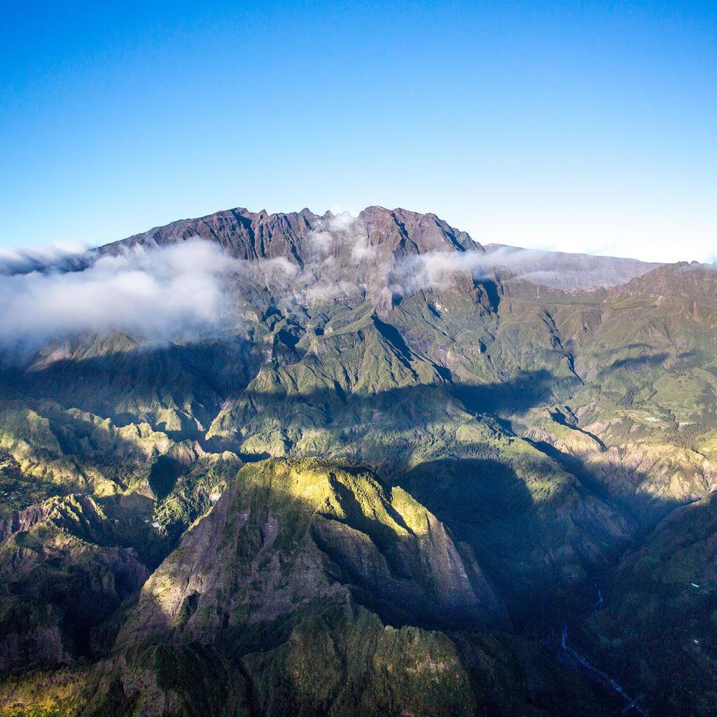 Montagnes et nuages vu de haut